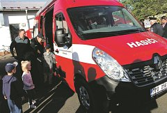 Příkosičtí hasiči s novým vozem