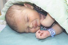 Václav ŠTRUNC z Ejpovic si pro svůj příchod na svět vybral datum 6. července. Narodil se ve 13  hodin a 56 minut. Manželé Ivana a Jaroslav se nechali pohlavím svého druhého dítěte překvapit. Doma na malého brášku čeká prvorozená Magdalénka (4 roky). Vašík