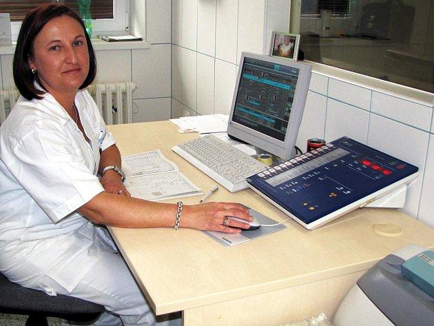 Radiodiagnotické oddělení nemocnice v Rokycanech prošlo výraznou změnou. Starý rentgen například nahradila skiagraficko – skiaskopická stěna.