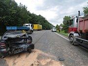 V úterý zasahovaly složky IZS u Svojkovic. Kolize tří vozidel si vyžádala lehké zranění. Hasiči na místě pomohli cestujícím přestoupit do náhradního autobusu a naložit zdemolované auto na odtahovou službu.