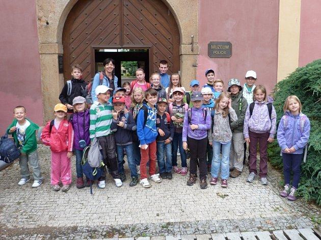 V RÁMCI PŘÍMĚSTSKÉHO TÁBORA, který pořádal Dům dětí a mládeže Rokycany, malí účastníci navštívili Muzeum Policie v Praze.