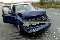 Autonehoda u Klabavy. Řidiči i pasažéři obou automobilů vyvázli z kolize pouze s lehkými zraněními.