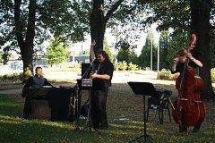 Koncert v parku U Plzeňské brány.