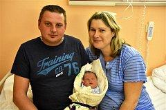 Matěj Suchý ze Skořic se na sále rokycanské porodnice narodil 9. listopadu večer, devět minut po jedenácté hodině. Manželé Hana a Petr znali pohlaví svého prvního dítěte dopředu. Malému Matějovi sestřičky naměřily rovných 50 cm, navážily 3850 gramů.