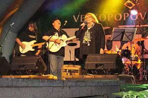 Naďa Urbánková a skupina Bokomara nadchli publikum.