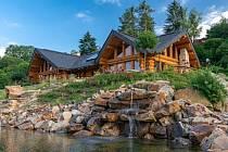Kanadský srub v Čilé soutěží o přízeň účastníků ankety Dřevěná stavba roku 2019.