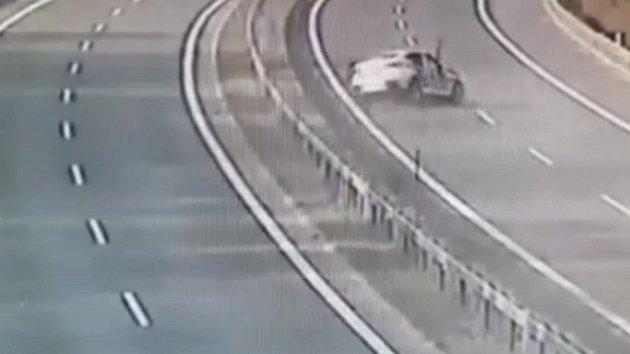 Honička na dálnici skončila nehodou