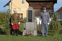 Akt provázeli členové Spolku vojenských vysloužilců arcivévody Rainera pro Rakovník a okolí, odění v dobovém vojenském oblečení. Zakončili ho salvou z dobových zbraní.