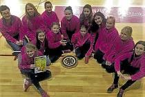 Mladší žákyně klubu Házená Rokycany vyrazily na zkušenou do jižních Čech. Turnaj v Jindřichově Hradci obsadily mnohem slavnější oddíly a naše zástupkyně při Vajgar Cupu hlavně sbíraly zkušenosti. Bylo z toho páté místo.