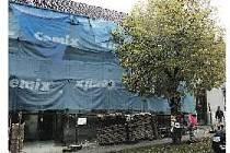 ZBIROŽSKÉ muzeum kryje ještě lešení a plachty. Pod nimi se ale skrývá překvapení. Budova se fasádou vrátí ke své někdejší podobě.