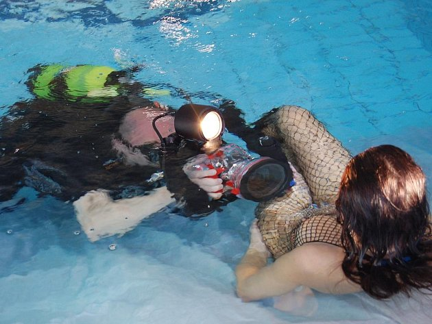 Pošesté za sebou se do rokycanského bazénu sjeli účastníci šampionátu České republiky ve fotografování pod vodou.
