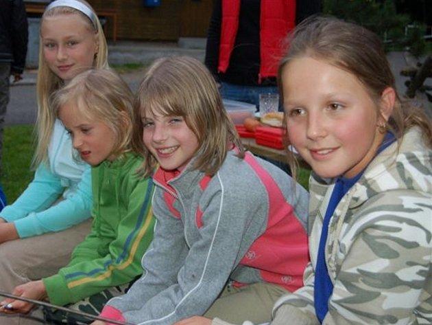 Medvědí stezky, soutěže v orientaci v přírodě se zúčastnilo osmdesát dětí. Pořadatelem je ASPV a účastníci jsou v kempu v Habru u Volduch.