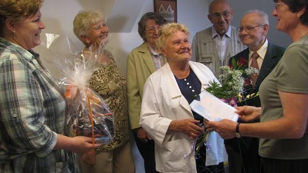 V muzeu Dr. B. Horáka se uskutečnila malá oslava. Nynější pracovníci ji uspořádali pro někdejší ředitelku instituce Františku Hyndrákovou (uprostřed) k jejím osmdesátinám.