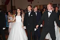 V pátek večer se naposledy sešli účastníci tanečních kurzů v Rokycanech. Při závěrečné předvedli rodinným týmům i kamarádům, co všechno se během měsíce naučili.
