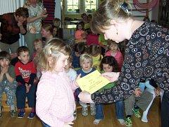 Už podesáté se ve čtvrtek v Mateřské škole Harmonie v Rokycanech setkali malí zpěváčci ze školek z okresního města a okolí.