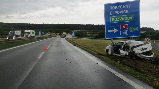 ŠPATNÉ ROZHODNUTÍ mělo za následek nehodu u Ejpovic.