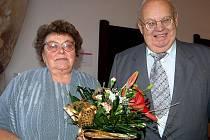 Zlatá dvojice. Padesát společně prožitých let si v sobotu připomněli Jaroslava a František Tomáškovi z Rokycan.  Vydali se do obřadní síně na radnici.