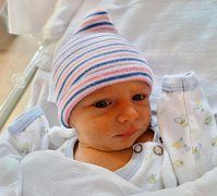 DOMINIK AUBRECHT se narodil 31. října v 1:35 manželům Veronice a Pavlovi Aubrechtovým z Radnic. Jejich prvorozený synek vážil 2900 g a měřil 51 cm. Rodiče znali pohlaví miminka dopředu a dědeček se tak mohl těšit na dalšího budoucího fotbalistu.