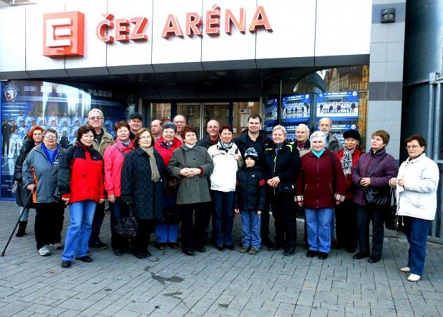 Návštěva Klubu důchodců Železáren Hrádek ve sportovní hale.