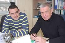 Ve firmě Borgers přivítají vzdělané mladé lidi s orientací na textilní průmysl. Kontakty už představitel společnosti Rudol Altrogge (vpravo) navázal s rokycanským gymnáziem. Včera dolaďoval detaily s vedoucím nákupu Martinem Štrbou.