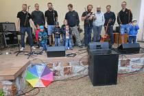 Vystoupení kapely Prázdné lahve.