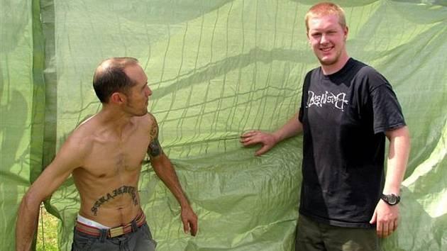 Wagner Anelis z Brazílie a Rainer Liebeck z Německa se zapojili do přípravy areálu.