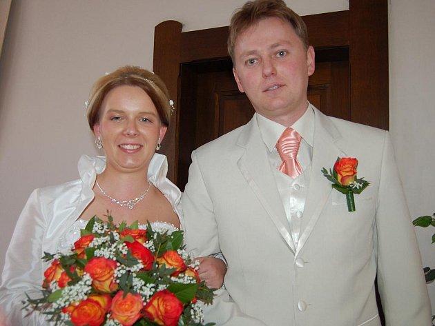 Sobotní svatební den na rokycanské radnici se týkal tří párů.  Zdeněk Vild ze Lhoty si bral Veroniku Starostovou ze Žebráku.