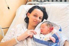 Petr RŮŽIČKA ze Strašic si poprvé zakřičel na sále rokycanské porodnice 27. prosince. Manželé Petra a Jan věděli dopředu, že i jejich druhé dítě bude chlapeček. Doma už mají syna Filipa (2 roky). Malý Petřík vážil při narození 3200 gramů, měřil 49 cm.