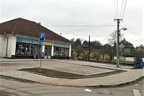 Dobřívští si nadělili parkoviště. V centru Dobříva byla vybudovaná nová parkovací místa před dvěma prodejnami.