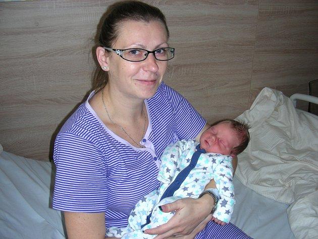 ŠIMONEK JEDLIČKA cestou do hořovické porodnice, na odpočívadle v Kařezu, se 16. listopadu 2017 narodil Šimon Jedlička ze Lhoty pod Radčem. Chlapečka přivedla na svět maminka Lucia Marcinová za asistence tatínka Martina Jedličky, který synka sám odrodil.