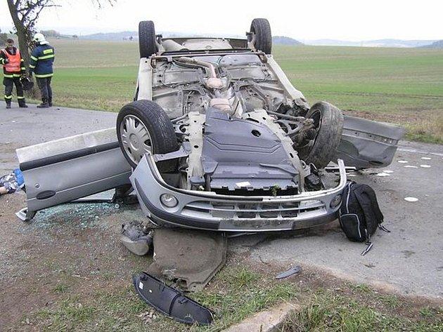 U Hlohovic došlo k tragické dopravní kolizi. Zemřely tu dvě osoby posádky vozidla Renault Megane.