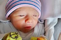 Druhorozené z dvojčátek -  Tomáš Mraček se narodil 4. května mamince Aleně a tatínkovi Alešovi z Vřeskovic. Po příchodu na svět v plzeňské FN vážil  Tomášek, který se narodil v 9:33,  2550 gramů. Na sourozence se doma těší sedmnáctiměsíční Jolanka.