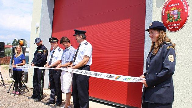 Sbor dobrovolných hasičů Raková oslavil v sobotu 120. výročí a slavnostně otevřel novou zbrojnici.