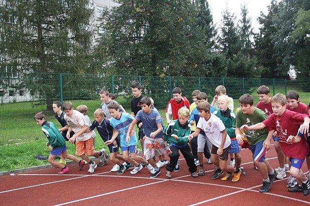 Hromadný start závodu na 800 metrů měl za necelé 3 minuty svého vítěze. Stal se jím mladičký Daniel Skopový ze Základní školy Čechova. Běhu se zúčastnilo přes 20 běžců z různých základních škol okresu.