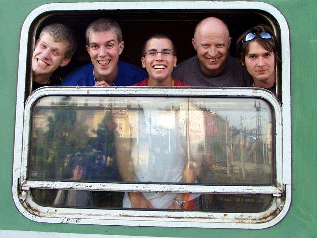 Úplné zatmění Slunce zavedlo pět rokycanských našenců až do Novosibirsku. Cesta vlakem jim trvala týden. V našem regionu bude pozorovatelné částečné zatmění.