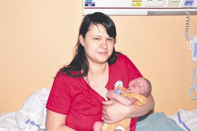 David HUDÁK z Rokycan bude mít ve svém rodném listu datum narození 6. prosince. Přišel na svět v 17 hodin a 37 minut. Maminka Nikola a tatínek Michal znali pohlaví svého prvního dítěte dopředu. Davídkovi sestřičky navážily 3520 gramů, naměřily 52 cm.