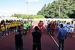 Stupno hostí elitu národní házené v kategorii dorostu. Šest týmů včera při zahájení šampionátu přivítal starosta Břas Miroslav Kroc a vedle něho je ředitel turnaje Pavel Souček.