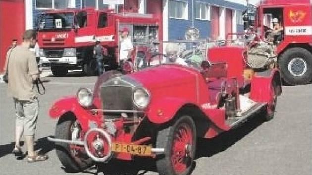 Tatrování, které se uskutečnilo v areálu HZS ČR ve Zbiroze přilákalo stovky nadšenců. K vidění kromě hasičských vozidel byly také starší typy vozidel.