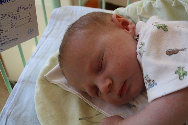 DOMINIK HAVELKA z Merklína se na sále rokycanské porodnice narodil 2. května ráno, v osm hodin a 53 minut. Maminka Michaela a tatínek věděli, že budou mít druhého kluka. Dominik vážil 3710 gramů, měřil 51 cm.