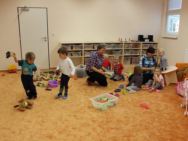 V NOVÉ TŘÍDĚ Mateřské školy v Čechově ulici se pomalu zabydlují benjamínci.