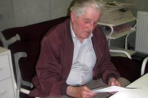 Antonín Diepold, invalidní důchodce, má sám vyklidit sklep a uvést jej do původního stavu.