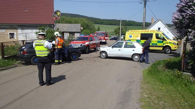VE VESELÉ se srazila Škoda Felicie s Oplem Astra.