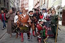 Členové skupiny Harcíři se zúčastňují různých městských slavností a vystupují pravidelně na českých i moravských hradech a zámcích, občas také v cizině. Jejich program už mohli zhlédnout diváci po celé republice a dalším opět dávají šanci během léta i pod