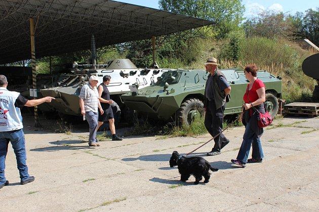 V MUZEU na demarkační linii si v sobotu nemohli na návštěvnost stěžovat! Zamířili sem i zájemci ze zahraničí a mohli sledovat aktivisty při údržbě tanků a jiné techniky.