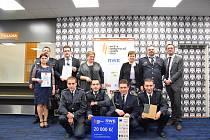 Devět zástupců Sboru dobrovolných hasičů (SDH) ze Zvíkovce a představitelky dvou institucí Domova Zvíkovecká kytička a ZŠ Mlečice, jichž se soutěžní projekt SDH týkal, se rozjelo do Brna na vyhodnocení akce Anketa dobrovolní hasiči roku.