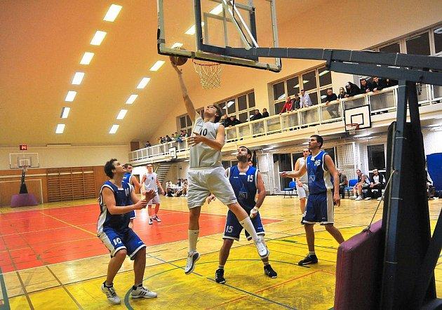 Basketbalisté SKB dobývají vrchol. Už na druhé místo se posunuli v tabulce II. ligy košíkáři SKB Rokycany.
