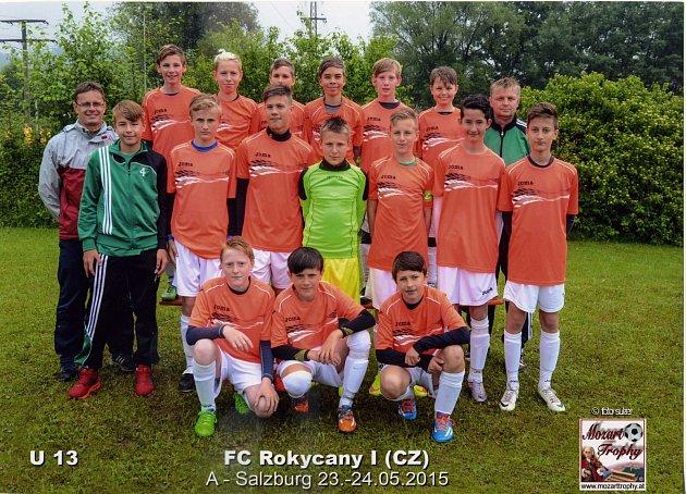 FOTBALOVÍ mladší žáci FC Rokycany vyrazili k sousedům. V Salzburgu absolvovali turnaj, který však narušila nepřízeň počasí a dvě smolné porážky třináctky z Husových sadů v poměru 0:1. Bylo z toho desáté místo a o rok mladší kluci skončili třináctí.