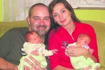 Dominika KESNEROVÁ a Natálie KESNEROVÁ dvojčátka, která se 11. října narodila ve Fakultní nemocnici v Plzni manželům Jolaně a Rostislavu Kesnerovým z Volduch. Dominička vážila 2400 gramů a měřila 46 cm. Natálka 2340 gramů a 45 cm.