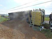 Nákladní vůz boural u Skomelna