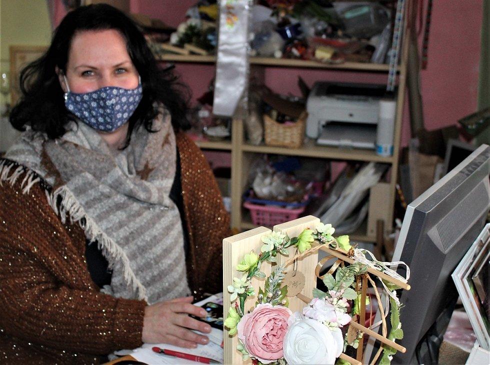 Michaela Nídelová v obchodě Kolorka.